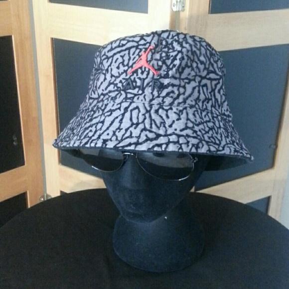 80918a2b267 Jordan Retro Reversible Jumpman Bucket Hat. M 5abfc76ca4c485247e52d0c2